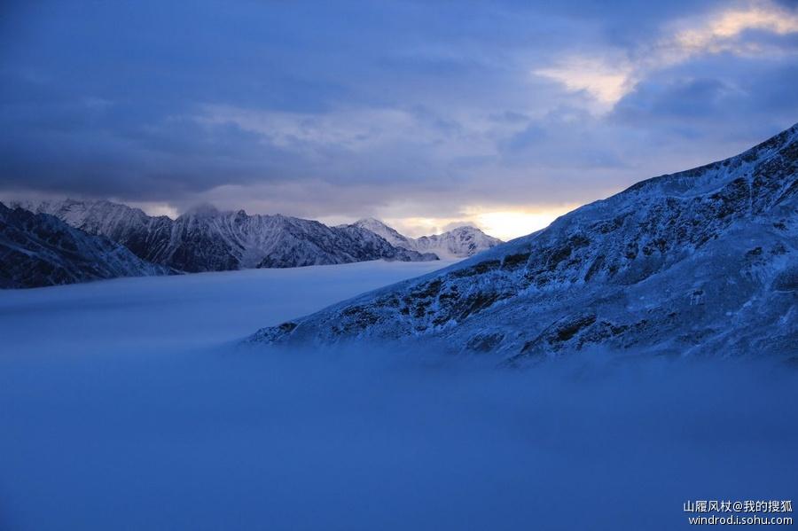 雪山温暖背景素材