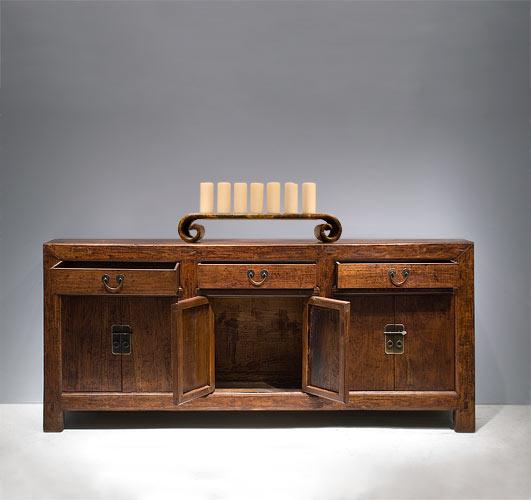 山西的木柜,破旧的外观,传统的手绘 都令这个柜子充满了中国古