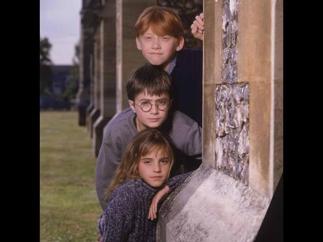 最后放张小时候的三人~太可爱了~~真是岁月催人老啊!时间过的真快