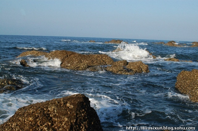 养马岛旅游度假区,地处烟台东30公里,牟平区城北9公里的黄海之