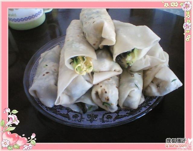 四合饼锅-用料:面粉 黄瓜切丝、木耳切小片、青蒜苗切碎、鸡蛋四个炒熟 另香