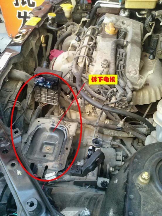 第二步,在拆卸阻挡部件时,另外的安装技师已经开始测试车子原来的线束啦!找到需要的各个信号线,备用! 1、首先是要测试驾驶室的各种线束,确定出哪些线是安装过程中需要的信号线,这些信号线将在后续中连接到汽车离合器自动控制系统携带的控制电脑上!