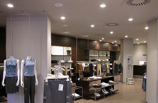 欧式服装店门头设计