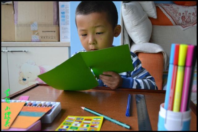 小孩读书剪纸图案步骤