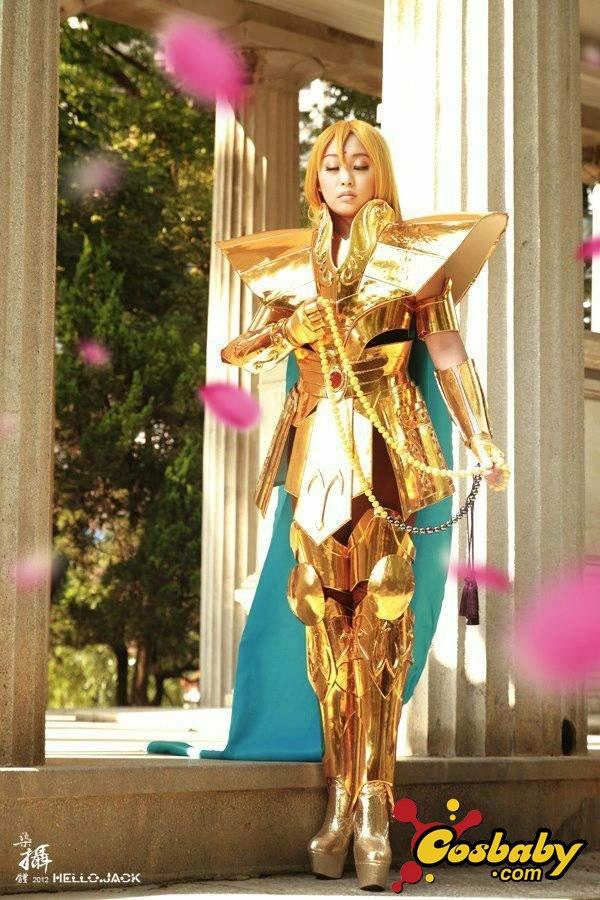 美女姐妹花演绎黄金圣斗士