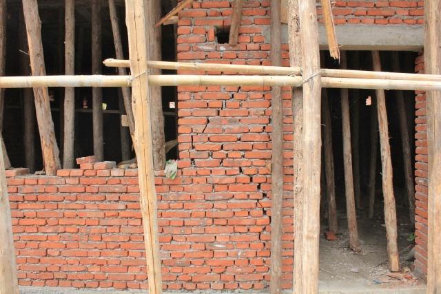 汶川地震后農村自建房在恢復重建時,使用現澆樓板并設置構造柱成了